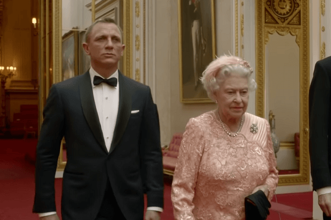 James Bond et la Reine Elisabeth