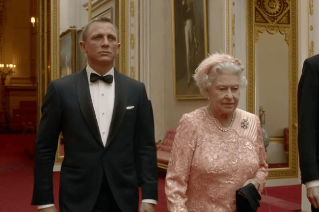 James Bond et la Reine Elisabeth